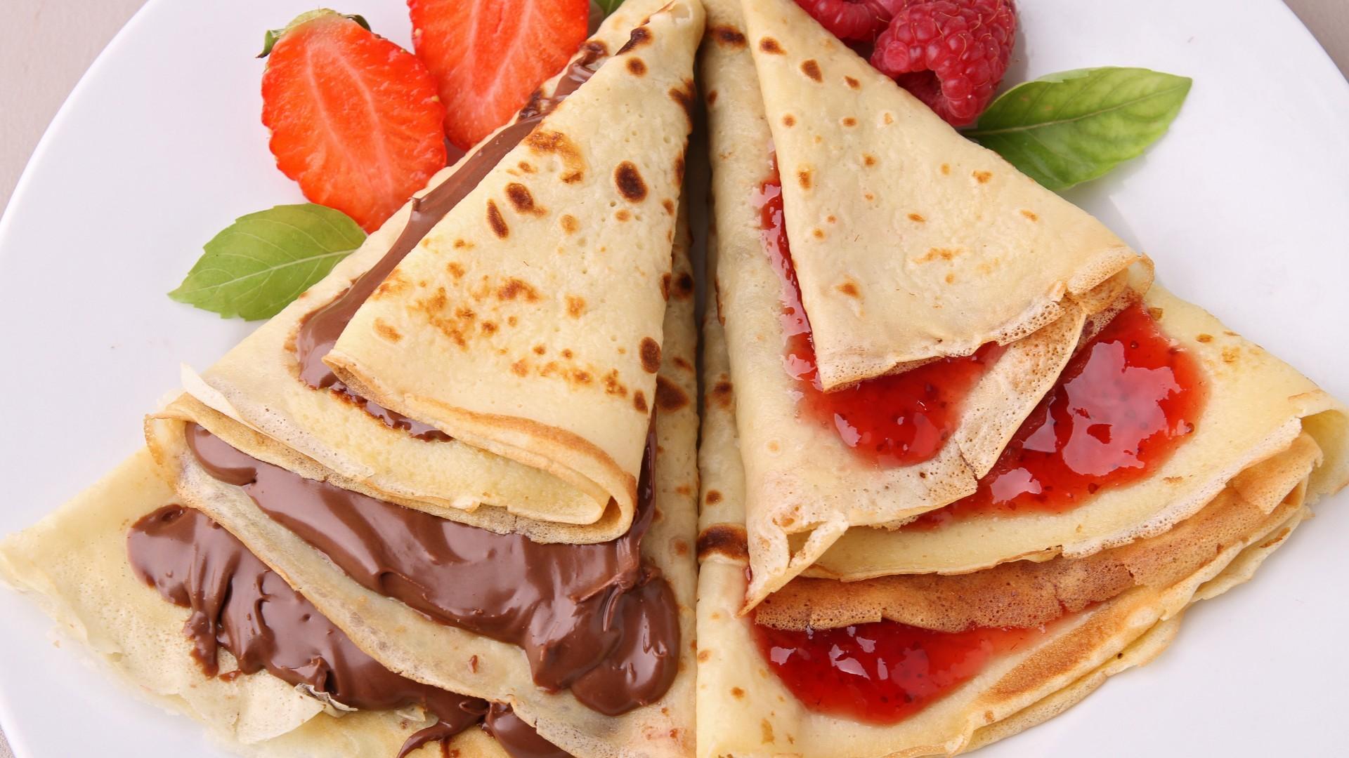 Область применения джемов в пищевой промышленности довольно широка: в хлебопекарной - как начинка в хлебобулочных изделиях, начинка для слоеных изделий (торты, рулеты и т.д.) и кексов, пирогов, пряников.
